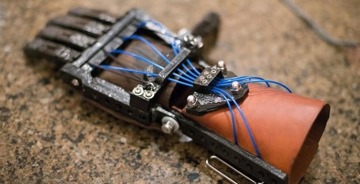 3D프린터를 활용한 전자의수..소개