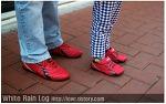 봄나들이 즐기는 커플들의 신발 패션 연출법