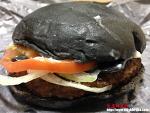[도쿄음식] 버거킹의 비상식 버거, 까만 햄버거가 나왔다.