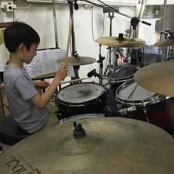 연준이의 드럼 연주 (2016.06.06)