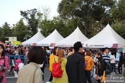 E1 오렌지카드 회원들을 위한 오카패밀리 콘서트에서 공연과 쇼핑으로 즐거운 하루