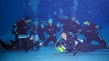 시원한 스킨스쿠버 체험! 물속에서 자유롭게 헤엄쳐볼까요? 삼성전자 디지털시티 마린 봉사팀 V.M. G&B(Voluntainment Marine Girl & Boys)와 함께해요!