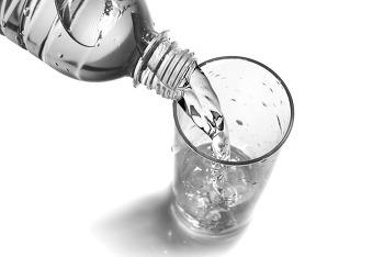 물 마시는데도 기술이 필요하다 내 몸을 위한 올바른 수분 섭취 방법
