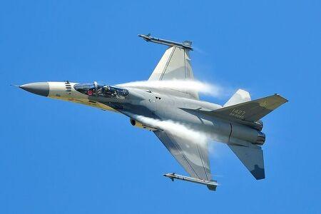F-16을 베이스로 개발된 아시아의 세 전투기