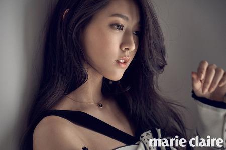 [화보] 대세녀 설현, 패션지 표지 화보에서 몽환적 아름다움