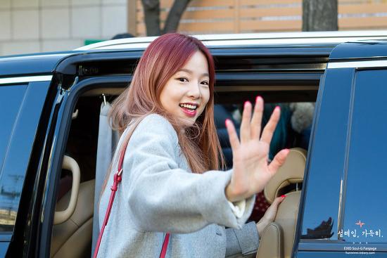 [15.12.04] EXID 솔지 뮤직뱅크 출근길 직찍
