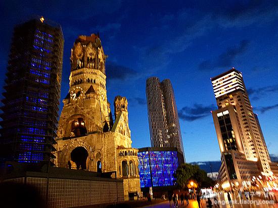 독일 베를린 월도프아스토리아(Waldorf Astoria Berlin) 호텔 숙박시 유의사항!! 가볼만한 인근 여행지와 쇼핑몰