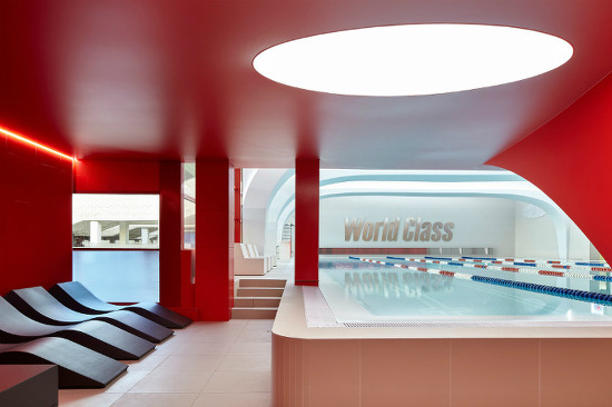 *클럽 수영장 VOX's winning interior for world class fitness club has a splash of style