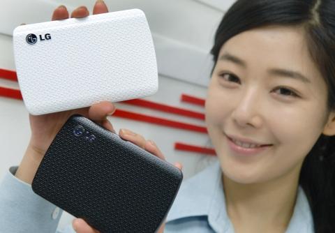 입체적 T문양 디자인 입은 외장하드 XD7 큐브