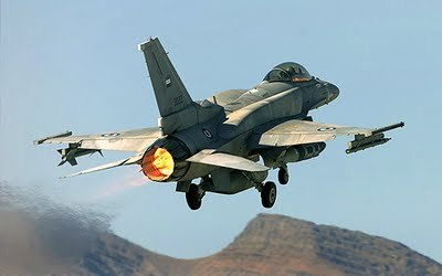 F-16  Fighting Falcon 전투기 야간 출격 대기