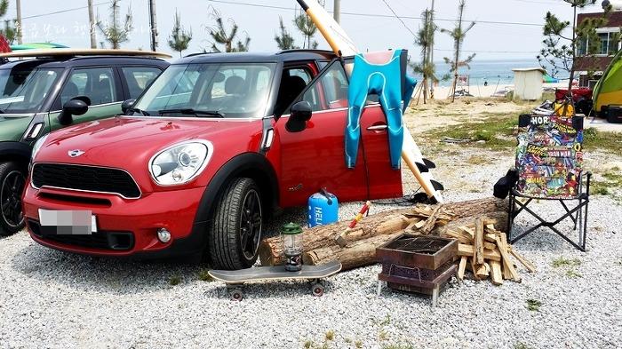 미드나잇 피크닉과 미니 컨트리맨 서핑