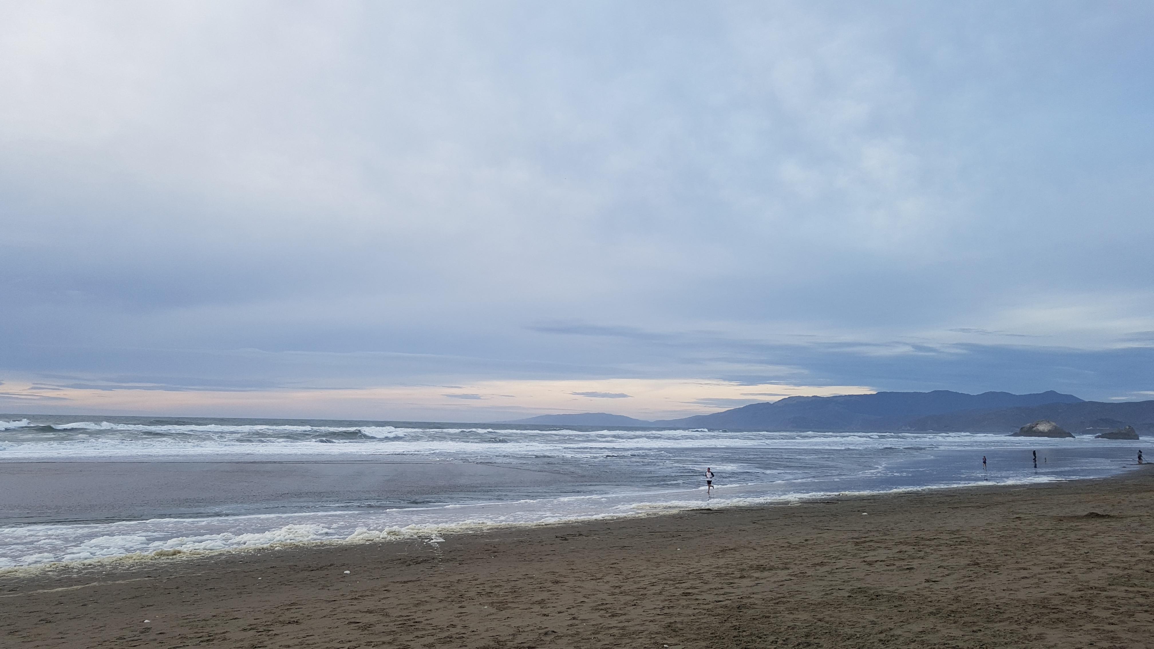 Golden Gate Park, graphity, kite fighting, ocean beach, [샌프란시스코] 오션비치 (Ocean Beach) #1, 계절, 그라데이션, 그라피티, 까마귀무리, 노숙인, 노숙인 천국, 노을, 눈, 뉘엿뉘엿, 바다, 바닷물, 바람, 반사, 부랑자, 산책, 샌프란시스코, 석양, 소금 거품, 연, 연 날리기, 연 싸움, 염분 거품, 오션 비치, 운동, 일몰, 조깅, 질감, 특이한 연, 파노라마샷, 파도 거품, 평화로움, 하늘, 하이에나, 해, 흙, 흙무더기