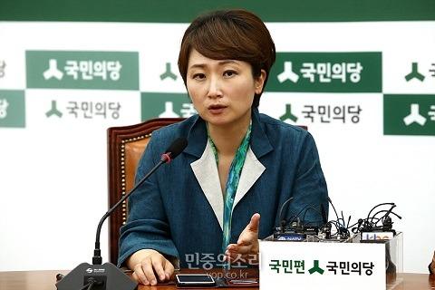 이언주 '비정규직 파업 미친놈, 동네 밥하는 아줌마' 막말
