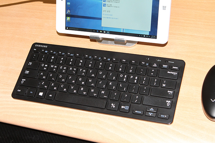 보토코리아 ,브이패드, 장점, 단점, 다양하게, 활용하기,IT,IT 제품리뷰,모바일,쓸만한 태블릿PC를 소개했었는데요. 그럼 좀 더 써보도록 하죠. 보토코리아 브이패드 장점 단점에 대해서 알아보고 다양하게 활용하는 모습도 살펴보려고 합니다. 대학생때가 생각이 나네요. 데스크탑이 대부분일때도 작은 PC가 있었습니다. 근데 유용하진 않았죠. 보토코리아 브이패드 경우에는 8인치 화면 사이즈에 1920 x 1200의 위아래가 조금 더 긴 FHD이상의 해상도를 넣었습니다. 그리고 사양도 전체적으로 올라갔는데요.