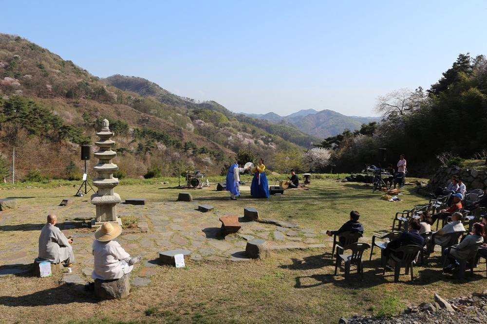 완주 옥련암 '산 벚꽃 이쁜 날' 문화한마당