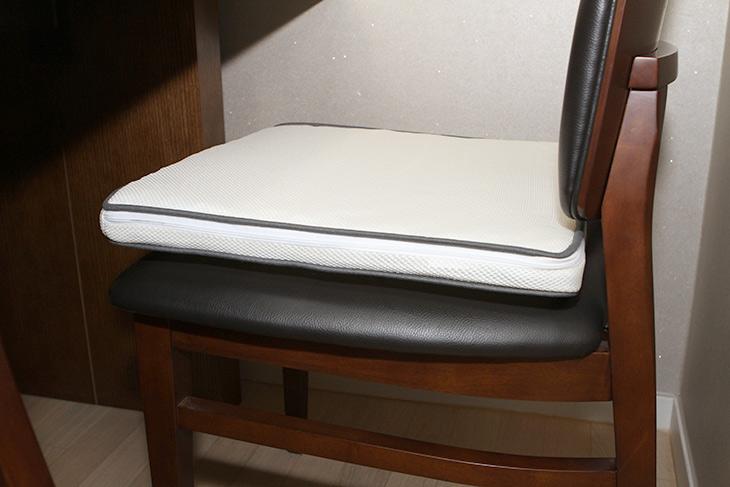 시원한 방석, Airy 여름방석, 에어리 방석, 구매 ,사용기,인테리어,제품리뷰,여름 되면 매일 더워서 고생인데요. 특히 의자에 오래 앉아있다면. 시원한 방석 Airy 여름방석 에어리 방석 구매 사용기를 올려봅니다. 이번에는 특별히 열화상카메라까지 등장합니다. 시원한 방석 Airy 여름방석 에어리 방석 구매를 했는데요. 가격이 꽤 괜찮습니다. 그리고 한번 구매하면 잘 관리만 하면 평생 사용할 수 있는 제품이라 더 좋은데요. 가격 저렴한제품도 저는 구매해서 써본적이 있는데요. 이 제품이 훨씬 더 좋네요.