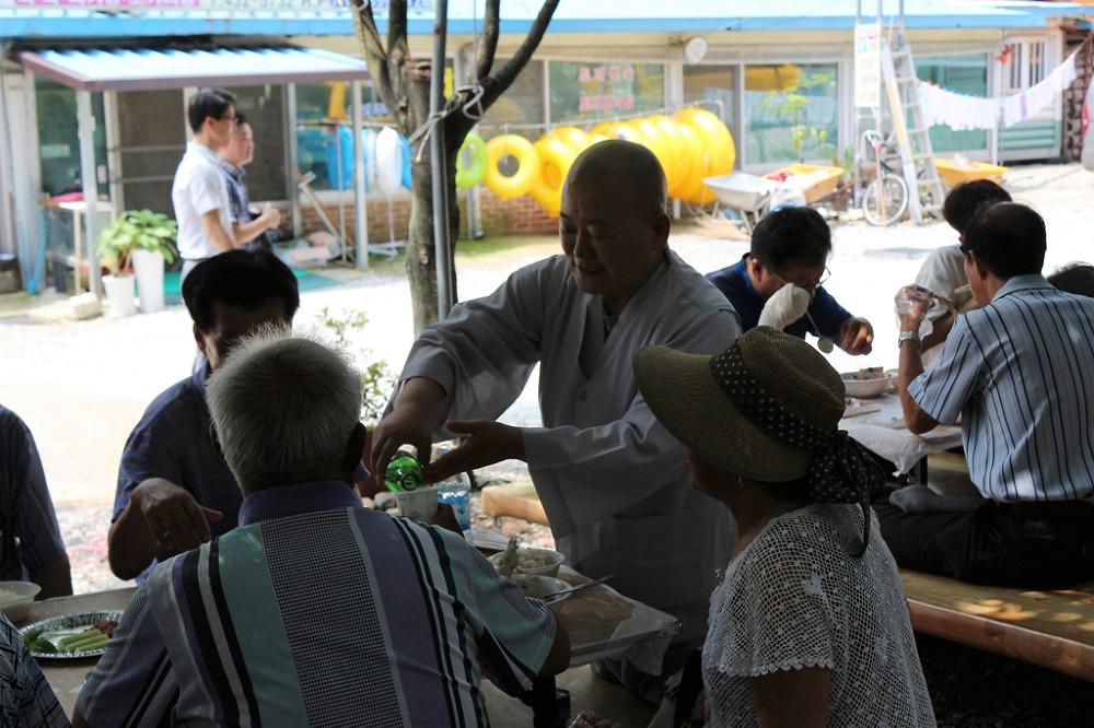 진안 쌍봉사 시각장애인위해 대중공양