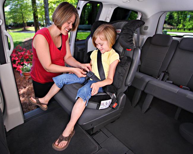신생아가 자동차를 탈 땐 엄마 품이 최고다? 그렇지 않습니다!