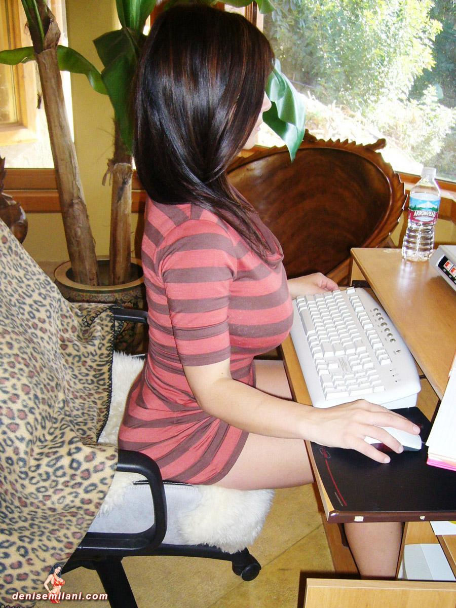 Смотреть картинку женщина в милицейской форме сидит в кресле 23 фотография
