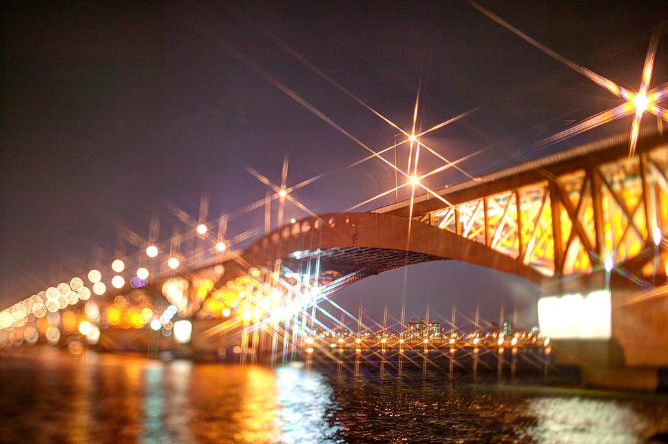 크로스필터와 ts렌즈를 활용하여 보케와 6각 빛날림을 함께 연출해본 사진.