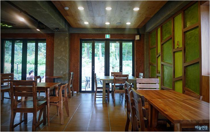 하늘연못 ♡ 감성마을 기차여행 :: [수정 카페] 숲 속에서 즐기는 ...