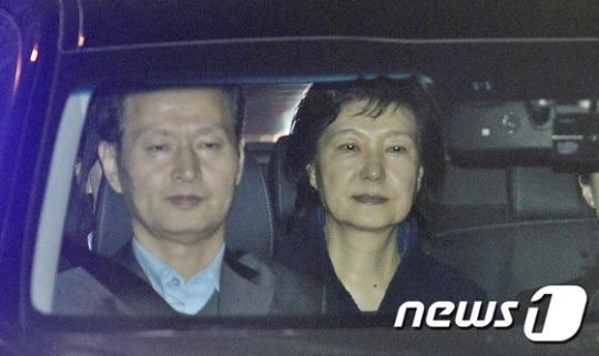 박근혜 전대통령 구속, 서울구치소 수감…올림머리 위기