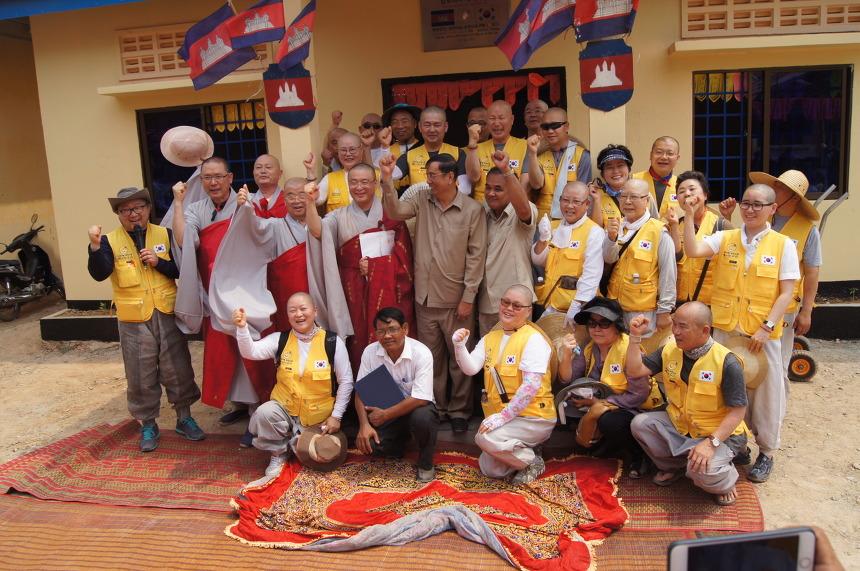 캄보디아 동추로람 초등학교 교무실 준공식