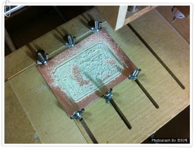 비글본블랙(BeagleBone Black)과 CNC 조각기로 제작해본 PCB 기판.