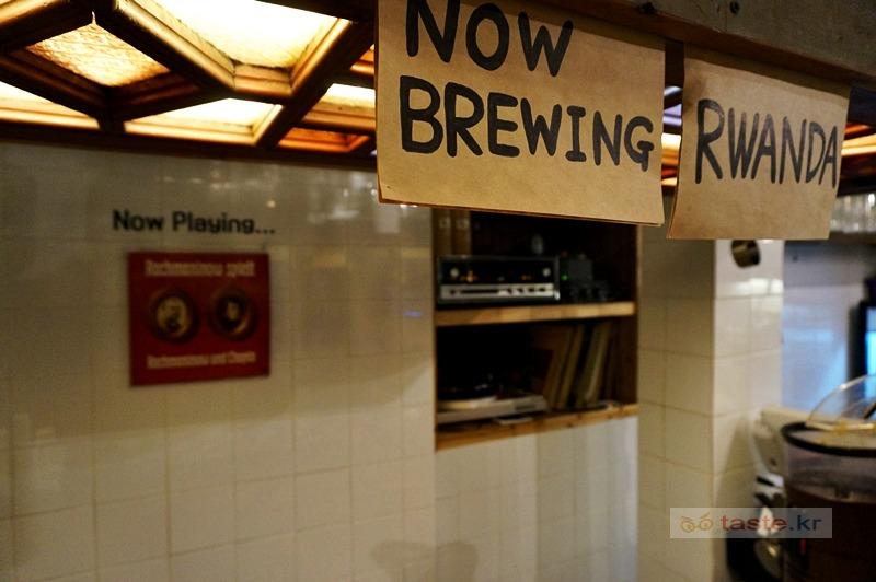 시대에 한참 뒤떨어진 카페들: 이태원 헬카페, 홍대 밀로커피, 을지로 커피한약방
