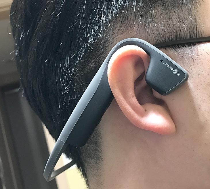 애프터샥 ,골전도 블루투스 이어폰, Aftershokz ,음질 ,청력 ,보호까지,IT,IT 제품리뷰,상당히 쓸만한 제품을 소개 합니다. 야외에서 사용시 무척 유용한데요. 애프터샥 골전도 블루투스 이어폰 Aftershokz 음질 좋고 청력 보호까지 되는 제품을 소개 합니다. 커널형 이어폰은 야외에서 사용시 위험할 수 있는데요. 애프터샥 골전도 블루투스 이어폰 Aftershokz는 귀를 막는 형태로 사용하는 제품이 아니므로 주변 소리를 들으면서 음악도 들을 수 있는 제품 입니다. 덕분에 보다 안전합니다. 그리고 몇가지 더 장점이 있습니다.