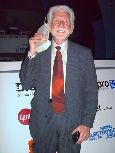 최초의 휴대폰