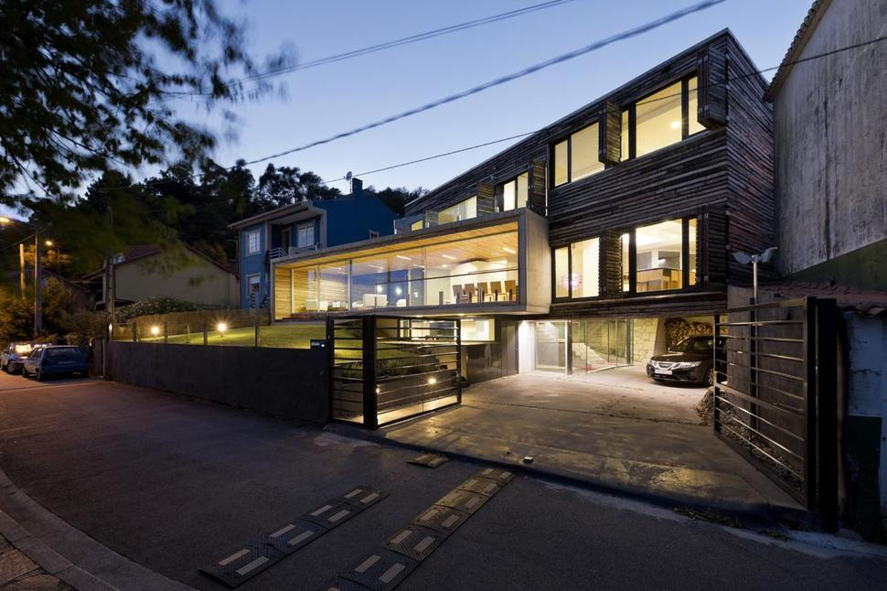 *지속가능한 주거 프로젝트 [ Inaki Leite ] Energy Efficient Home with Recycled Wood Exteriors and Interiors
