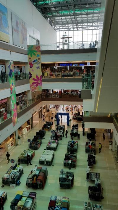 magnificant seven, magnificent seven, naga, pinkom, special female dorce, Supermarket, vientian center, [라오스 비엔티안] 라오스에도 백화점이 있다오! 비엔티안 센터!, 가격, 게임, 격투대회, 고기, 곰인형 가게, 관광객 가격, 극장, 길거리 미용실, 나가, 날아다니는 인형, 노래방, 동영상, 두리안, 라오스, 라오스 극장, 라오스 백화점, 라오스 영화, 라오스 영화관, 라오스 투어, 라오스가, 마켓, 매대, 메탈 슬러그, 미용실, 바나나 카스테라 빵, 방비엥, 배치, 백화점, 백화점 마트, 비엔티안, 비엔티안 센터, 선물, 쇼파, 숙소, 슈퍼마켓, 시골, 안전, 야시장, 엄마의 사랑, 영어, 오락실, 자연환경, 장식, 최고급 펌프, 키즈 파크, 태국, 태국가, 툭툭, 팝콘, 펌프, 푸드 코트, 핑콤, 핑크옴, 하품, 한국 식당, 한국어, 한국인, 한숨, 헤어컷, 흥정