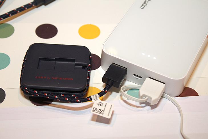 네이티브유니언 ,아이폰7 ,케이스 ,케이블 ,악세서리, 살펴보기,IT,IT 제품리뷰,한 장소에서 다양한 제품들을 볼 수 있었는데요. 신기한 제품도 있었습니다. 네이티브유니언 아이폰7 케이스 케이블 악세서리 한번 살펴봤는데요. 대리석을 이용한 제품도 있고 원목을 이용한 제품까지 있었는데요. 기능성을 강조한 모델과 디자인을 좀 더 특화한 모델 등 다양했습니다. 네이티브유니언 아이폰7 케이스 케이블 악세서리는 조금 생소할 수 도 있습니다. 하지만 해외에서는 이미 유명한 브랜드 입니다.