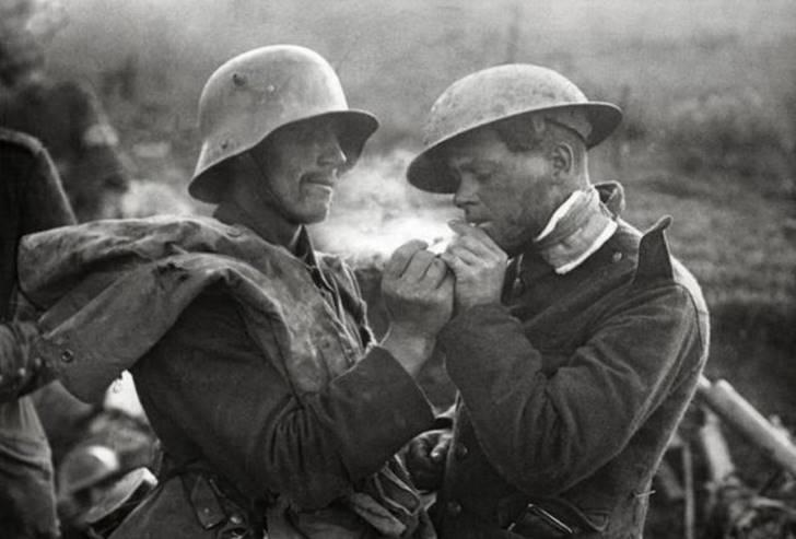 전쟁통에서 벌어진 마치 한 편의 영화 같은 '크리스마스 휴전'