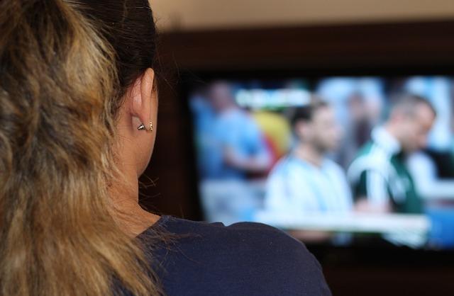 모니터나 텔레비전을 가까이서 보면 눈이 나빠진다는 거짓말