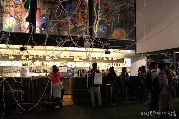 클라인 쿤스트 파티, '티노의 아뜰리에' 전시공간에서 만난 포켓포토! 포켓포토, 예술을 담다 @플래툰 쿤스트할레