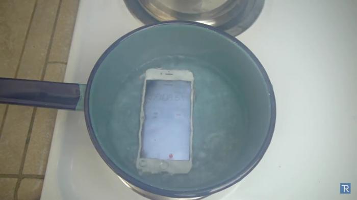 끓는 물에 들어간 아이폰 6S