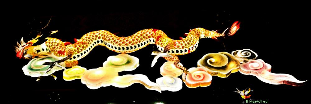 홍법사의 하늘을 날아가는 용 조형물