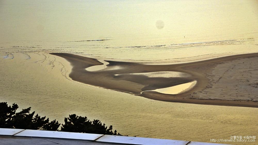 모래둔치의 석양