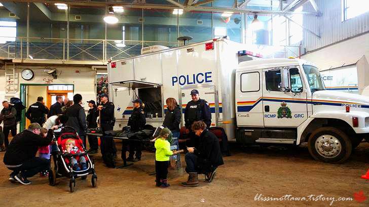 캐나다 시위 경찰입니다