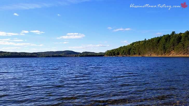 청정 호수입니다