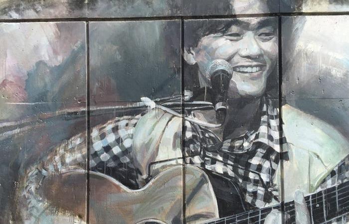 사진: 가수 김광석을 추모하며 벽에 그려진 초상. 김광석은 1980년대와 1990년대에 걸쳐 노래하는 시인으로 불리며 많은 인기곡을 내 놓았었다. 그러나 김광석 죽음의 진실은 항상 의혹이 제기되어 왔다. [영화 김광석과 사망원인]