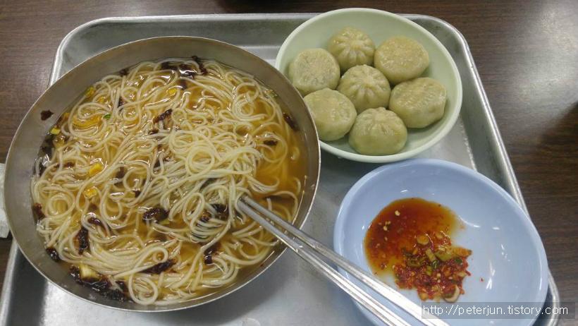 잔치국수와 만두 혼밥