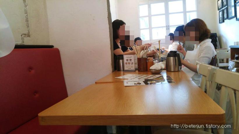식사하는 사람들
