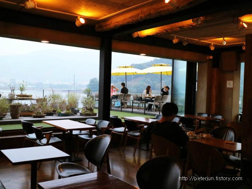 흙과나무 카페