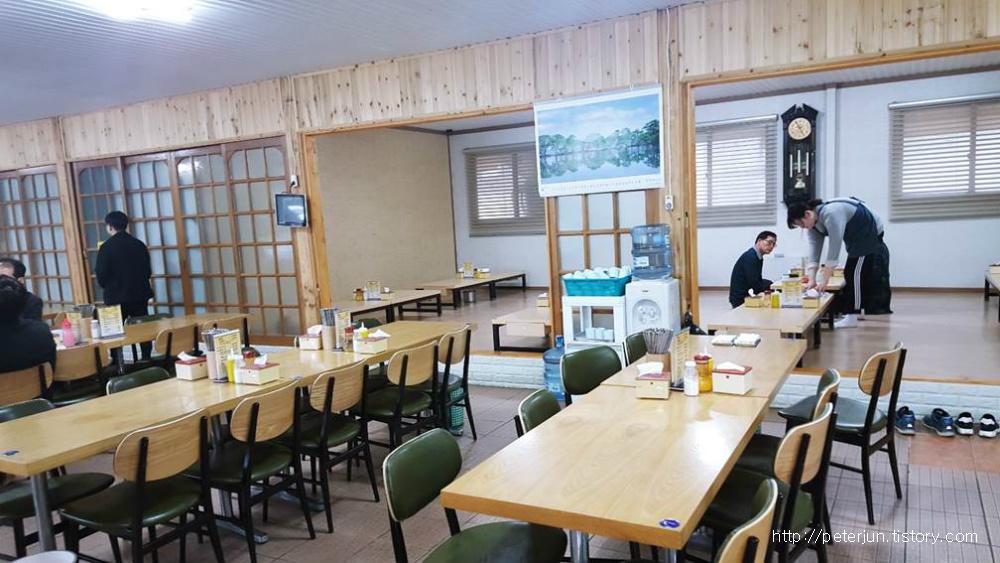 황해식당 실내풍경