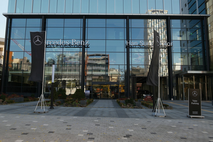 메르세데스 벤츠 한성자동차 청담전시장 오픈행사 개최... 국내최초 카페를 갖춘 이색 전시장